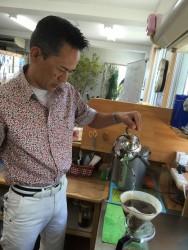 円隣の朝は 先生の淹れたてのコーヒーから