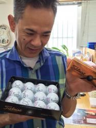 サプライズプレゼント 先生の使っている ゴルフボール やんちゃ仕様に! 嬉しそう。
