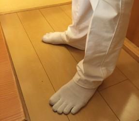 先生の足はとっても美しい♡足の指の長さは、手の小指くらい長いんです!!なかなか見れないレアな写メでした(⑉°з°)-♡