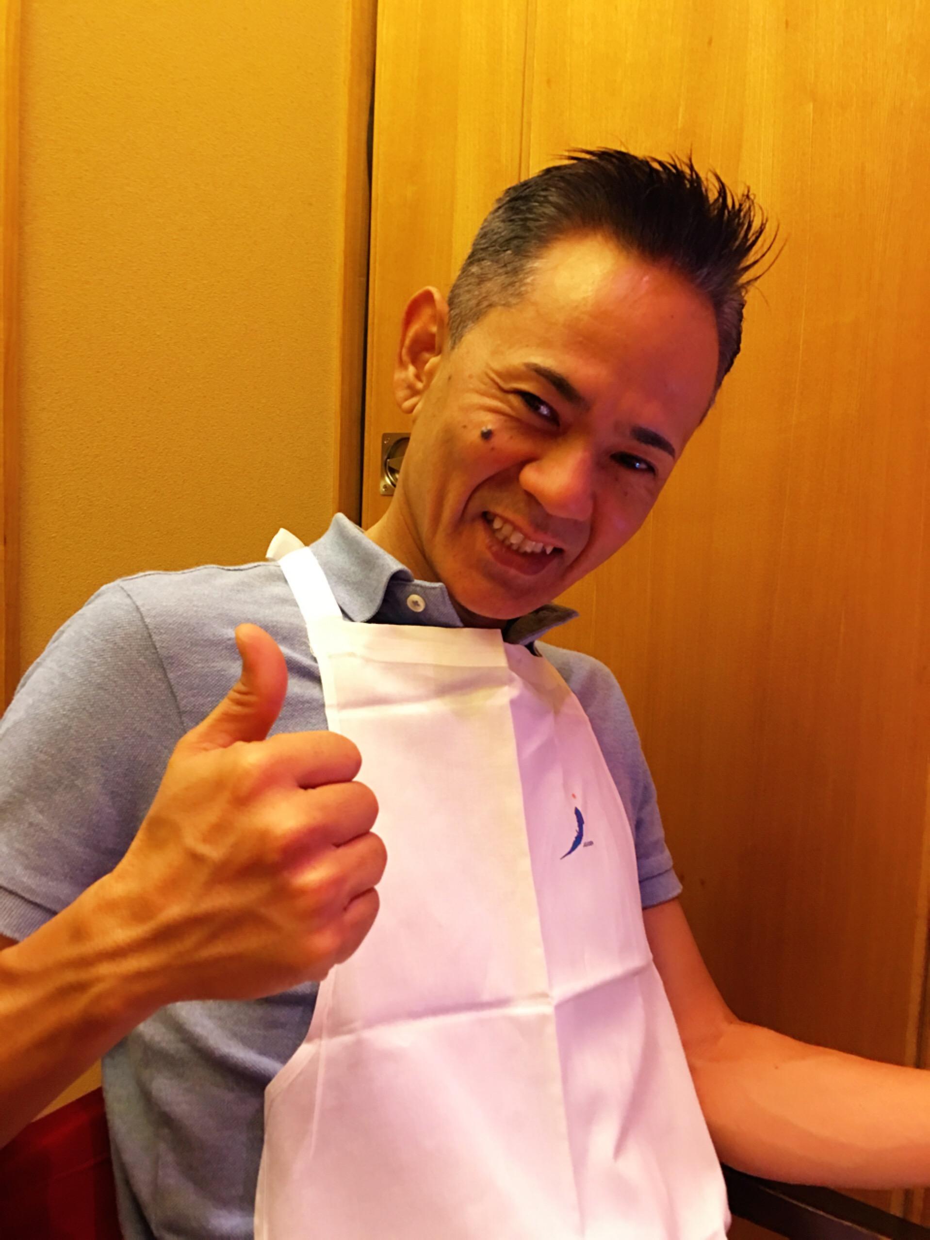 今日は1日青山 親力セミナーでした。 セミナー後夕食は焼肉です?✨ エプロン姿の先生が可愛い?