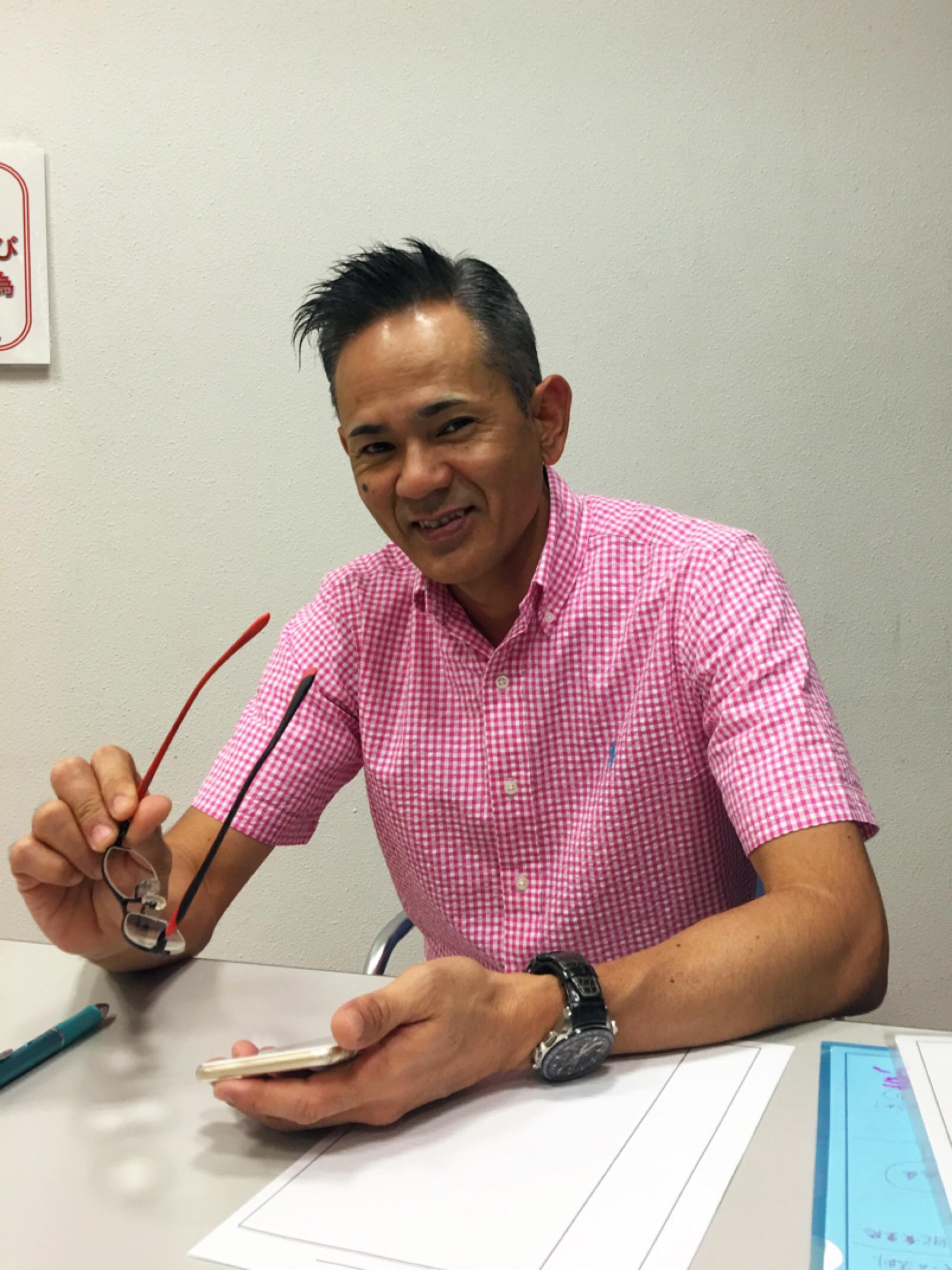 今日は沖縄✨人間学❣️ ただいま 地球?上昇中✨? 今日はやんちゃ色のピンクのギンガムチェック?が何ともやんちゃな先生です✨