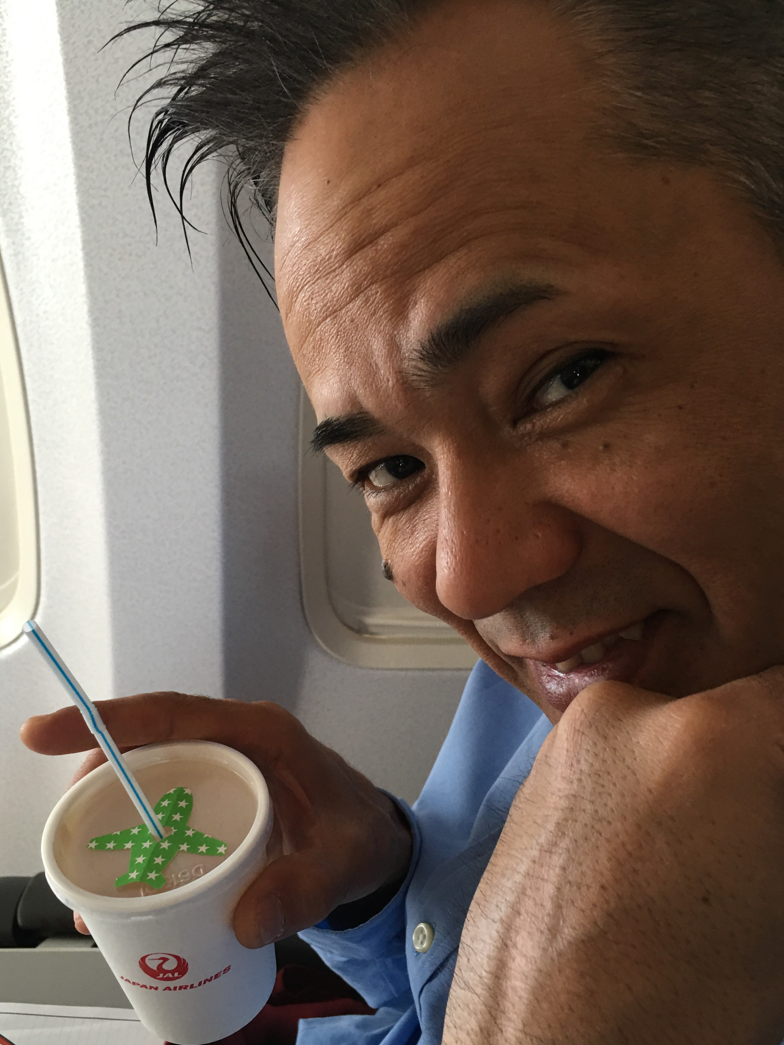 今日は これから  製薬会社の企業講演会で 大阪へ‼️ 機内サービスの飲み物に可愛いーーーーーーオーナメント✈️