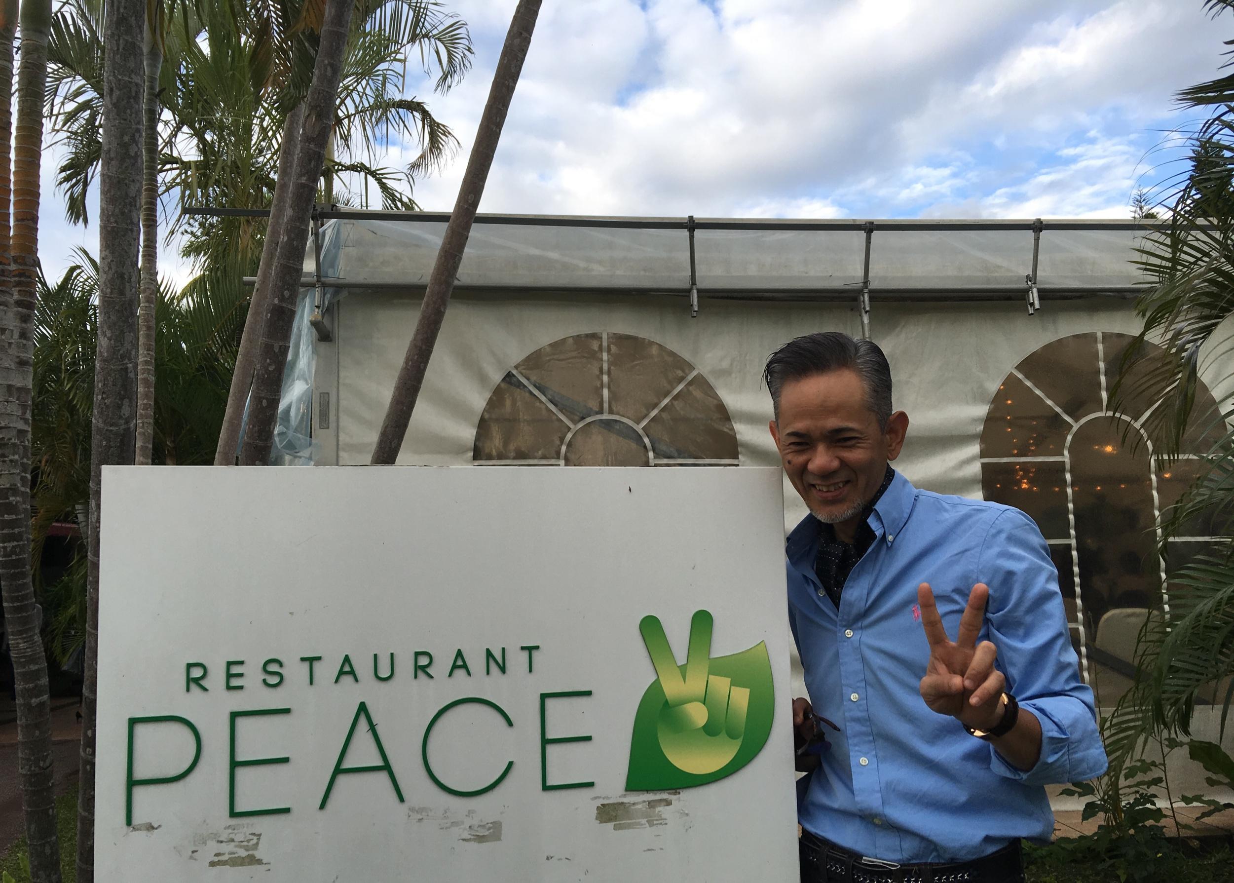 今日は生徒さんの結婚式です。ガーデンウエディングのレストランの名前が『PEACE✨』 PEACE?な笑顔??が素敵?
