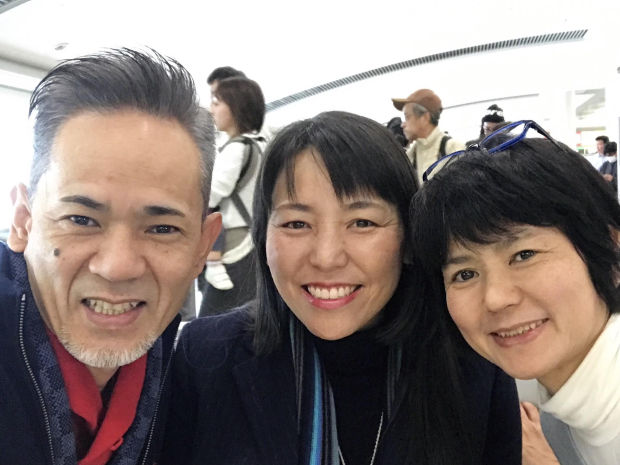 今年初✨✨✨ 東京セミナーウィークです。 昨年のテーマは  THE 自我?? 今年は、そんなことに関係ない先生の世界観を真っ直ぐ手渡しますよ。